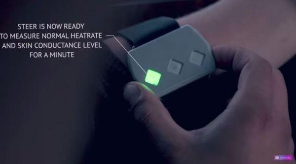 一开始戴上Steer,会显示绿色灯号,表示目前状况正常。