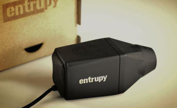 Entrupy 旗下电子显微镜,结合了AI 与机器学习,可快速辨别包包真伪。
