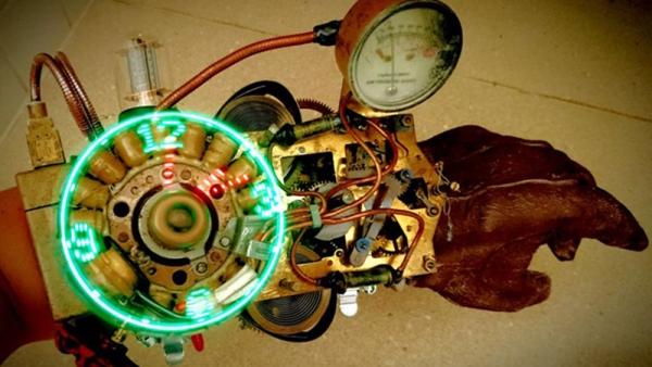 素人打造的蒸气庞克风LED手表,附加健身功能