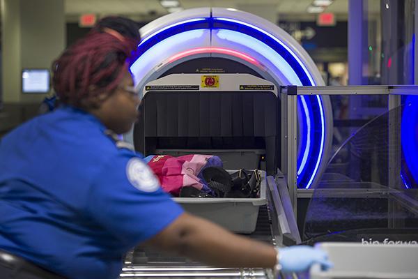 英国拟试行机场3D扫描科技,有望终结液体登机禁令