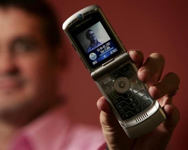 太期待,摩托罗拉宣布11/13发布折叠屏幕Razr手机