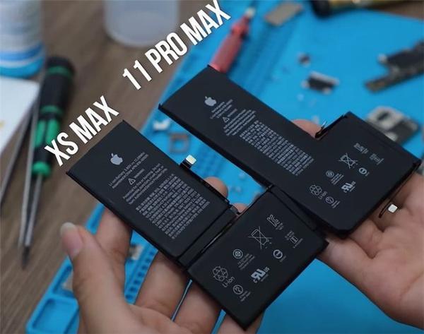 苹果iPhone 11 Pro Max全球首拆:电池明显变厚