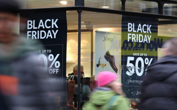 黑五购物40%在手机完成 iPad、AirPods 成最受欢迎电子产品