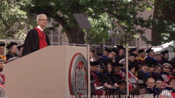 库克MIT毕业典礼演讲:担心人类像机器一样思考,科技要与人性结合