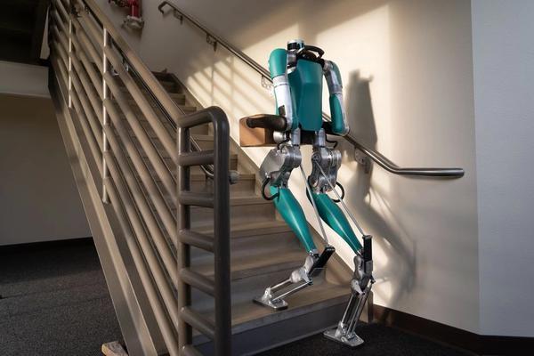 首款商业化两足机器人发售 能搬箱子售价几十万美元
