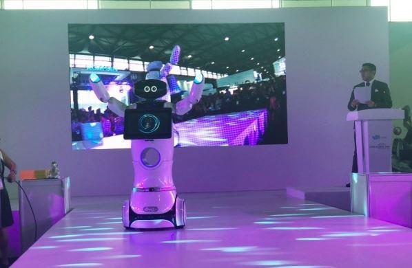 前进上海CES Asia!会趴趴走的家用机器人、超级业务贩卖机看过没?