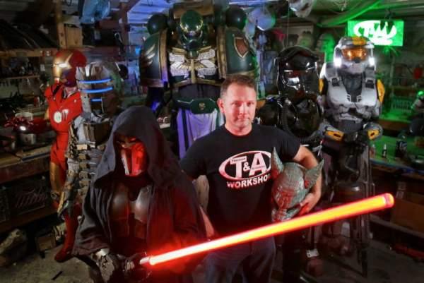 霸气Cosplay!电影道具制作大师打造钢铁人、机器战警ED-209