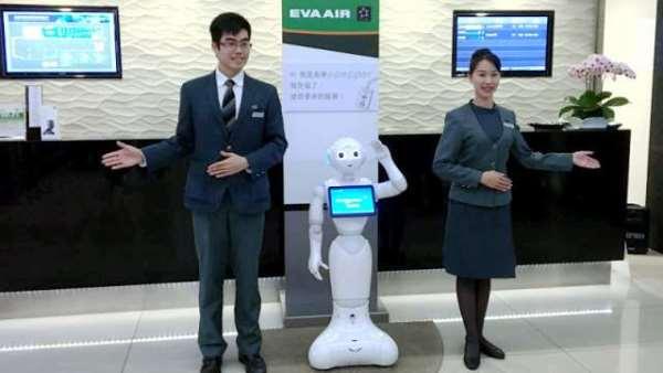机器人语音互动卡卡的 沛博:重点为整体服务