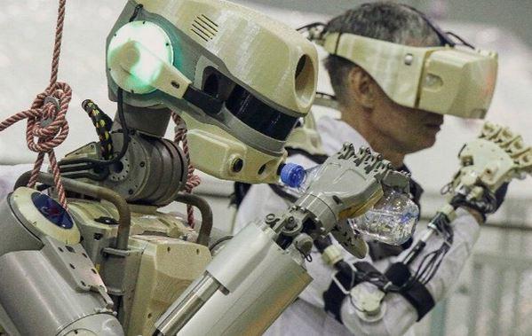 俄载机器人完成所有测试任务,乘飞船顺利返回地面
