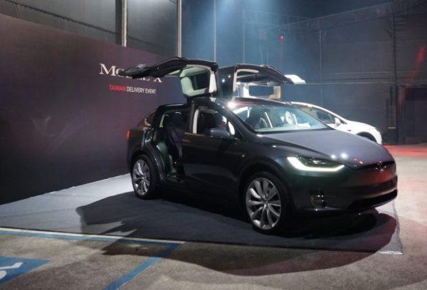 特斯拉Model X 想拥有特斯拉不是梦!每月最低3万6就可以开回家 AI资讯 第1张