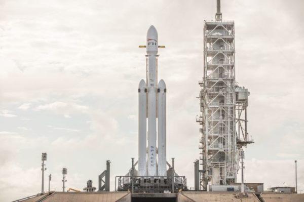 美商业航天公司展开重型火箭开发竞赛 未来数年升空