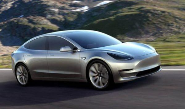 特斯拉Model 3量产版谍照曝光,内装规格走极简风?