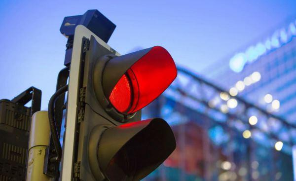 为什么无人驾驶汽车会闯红灯?它内部到底缺了什么?